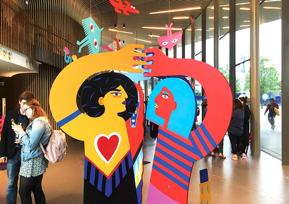 Margaux Carpentier, Wood sculpture of two women, bright and vibrant colours