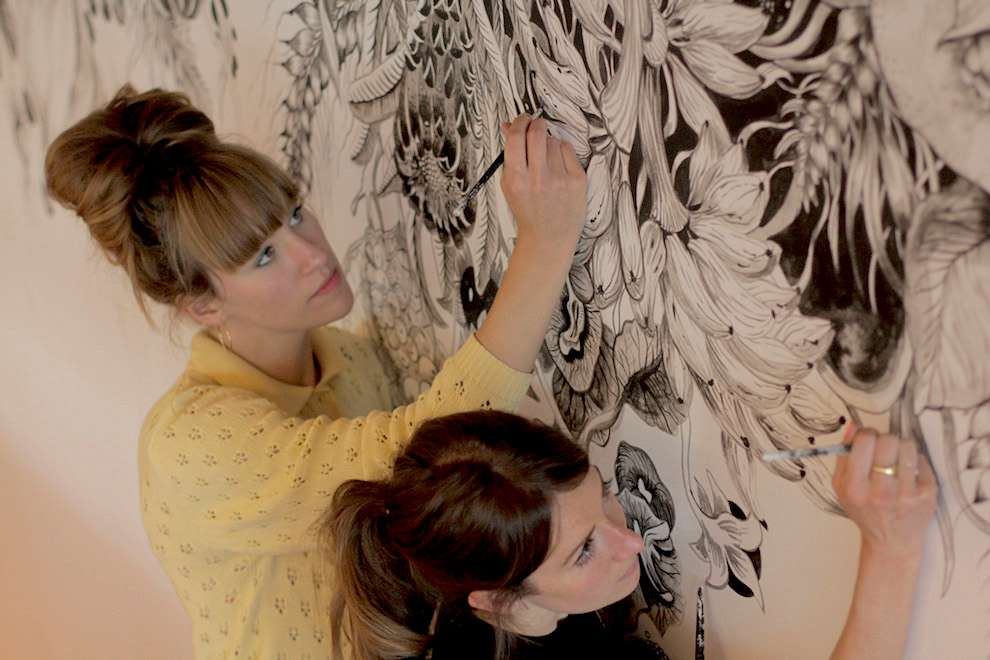 Good Wives & Warriors, Live drawing on mural