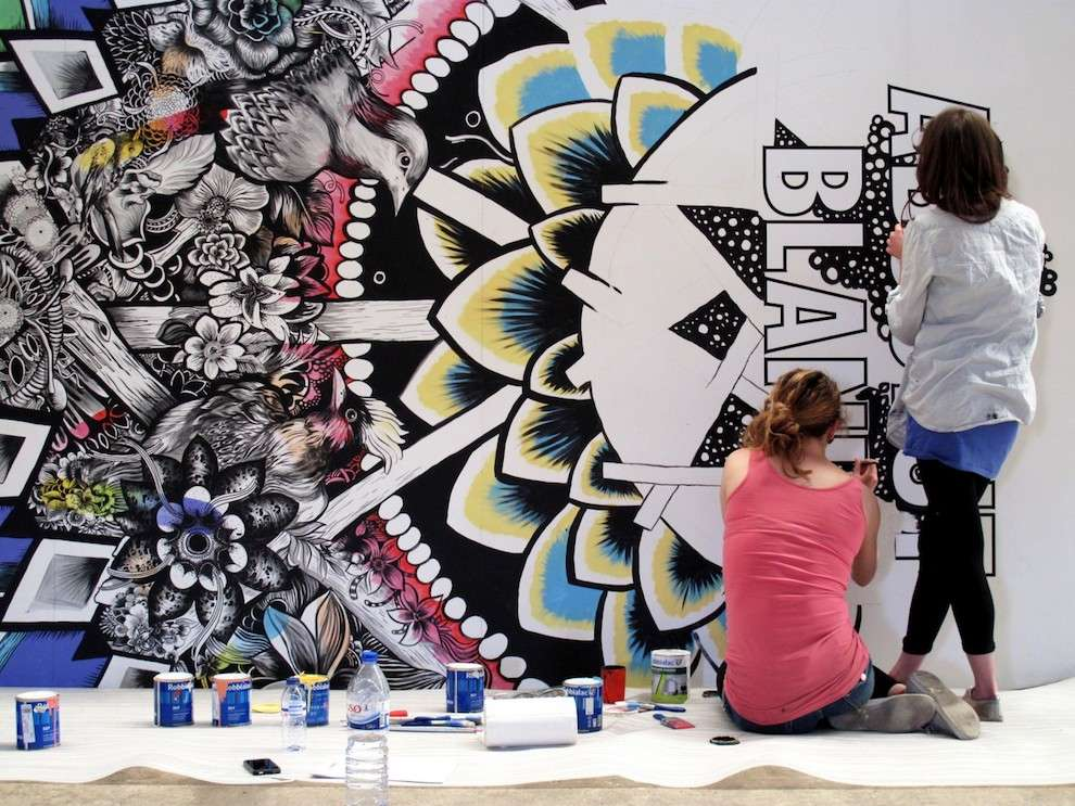 Good Wives & Warriors, Live drawing mural for an advertising for Absolute Vodka. Colourful and detailed birds and flowers
