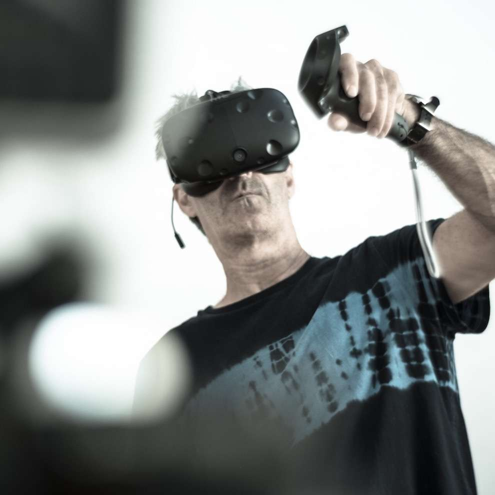 Simon Spilsbury, simon Spilsbury experimenting with virtual reality